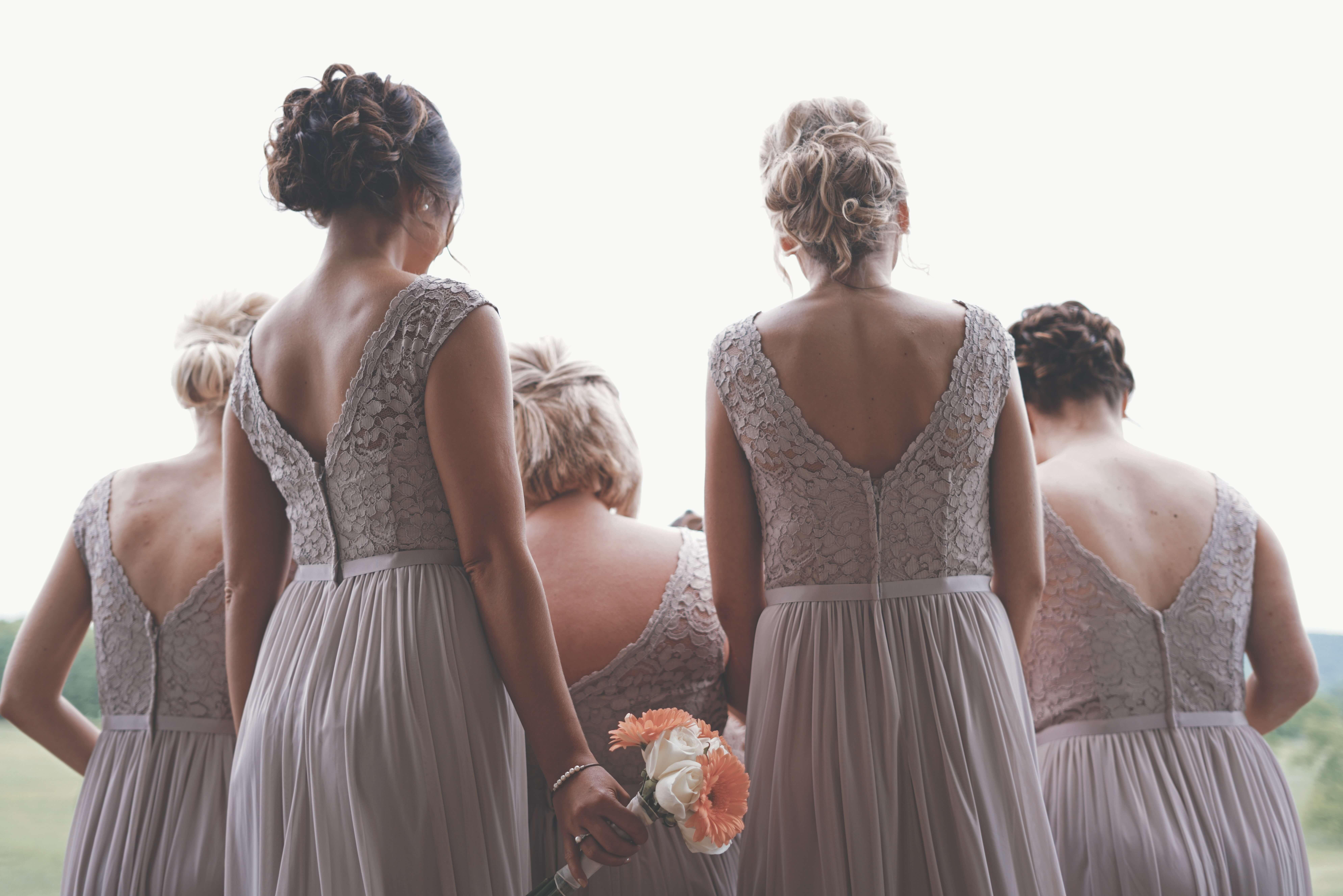 11 lucruri pe care mireasa trebuie să le facă pentru domnișoarele de onoare